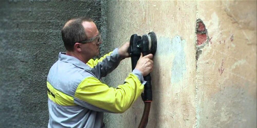 снятие краски со стены перед штукатуркой