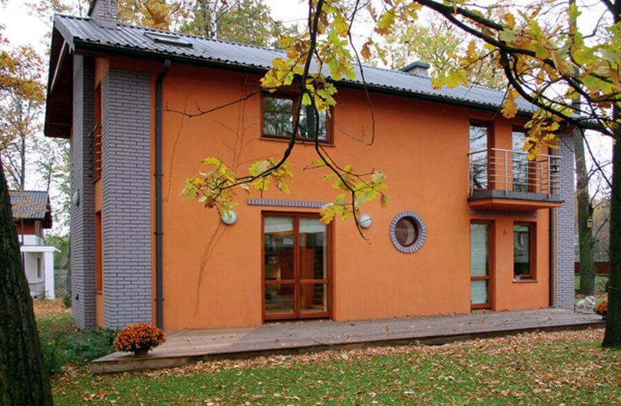 дом с фасадом из силиконовой штукатурки